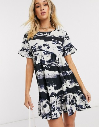 I SAW IT FIRST tiered smock dress in tie dye