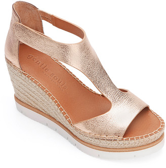 Gentle Souls by Kenneth Cole Women's Sandals ROSE - Rose Gold Metallic Elyssa Leather T-Strap Wedge - Women