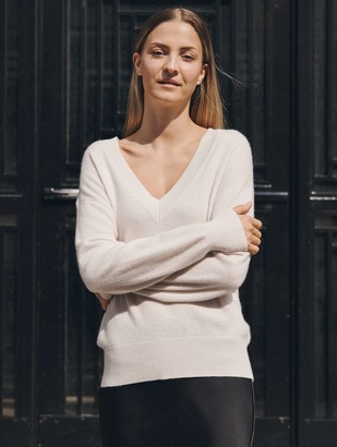 White + Warren Essential Cashmere V Neck
