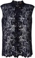 No.21 sleeveless lace blouse