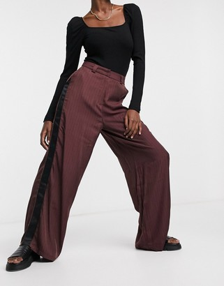 NATIVE YOUTH striped wide leg trousers with satin contrast in burgundy