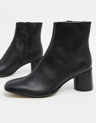 ASOS DESIGN heeled chelsea boots with rounded toe in black leather with black sole