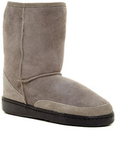 Minnetonka Short Genuine Sheepskin Pug Boot (Women)
