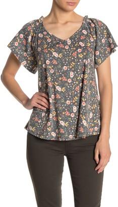 Bobeau Flutter Sleeve Print T-Shirt