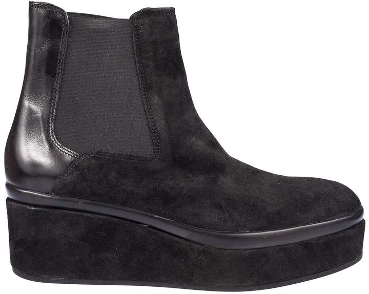 Janet & Janet Slip-on Ankle Boots
