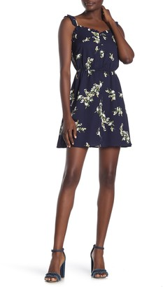 Cupcakes And Cashmere Lynette Floral Print Dress