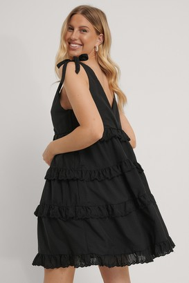 NA-KD Layered Flounce Flowy Tie Dress