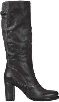 VIC Boots
