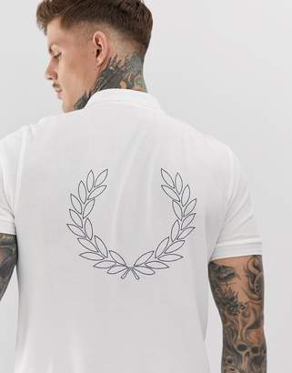 Fred Perry back wreath pique polo in white