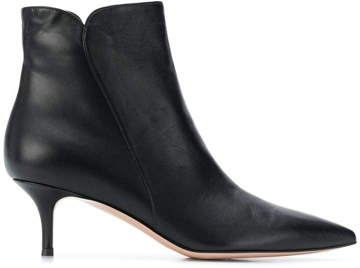 Gianvito Rossi pointed toe short boots