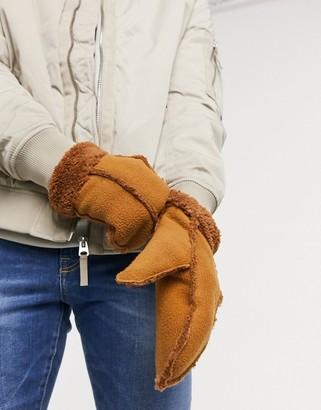 Boardmans mittens in tan