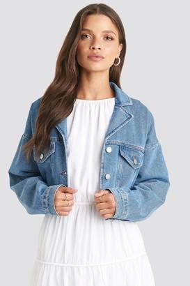 NA-KD Julia Wieniawa X Cropped Raw Edge Denim Jacket Blue