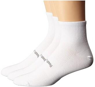 Feetures High Performance Ultra Light Quarter 3-Pair Pack (White) Quarter Length Socks Shoes