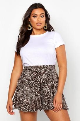 boohoo Plus Leopard Floaty Shorts