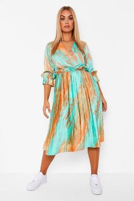 boohoo Plus Marble Ombre Pleated Midi Dress