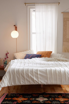 Urban Outfitters Modern Hilo Tufted Comforter