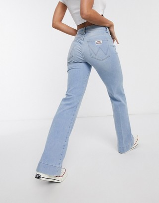 Wrangler pocket detail flare jean in light wash blue