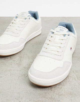 Tommy Hilfiger lightweight leather cupsole trainer in cream with small flag logo