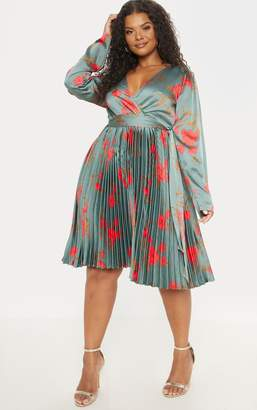 PrettyLittleThing Plus Emerald Green Floral Print Long Sleeve Pleated Midi Dress