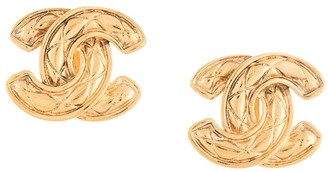 Chanel Pre Owned 1980s-1990s diamond quilted CC earrings