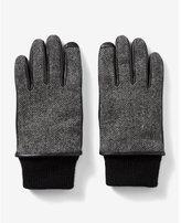 Express cuffed media gloves