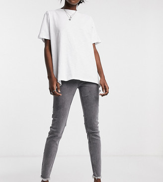 Reclaimed Vintage Inspired The '90 skinny jean with raw hem in washed gray