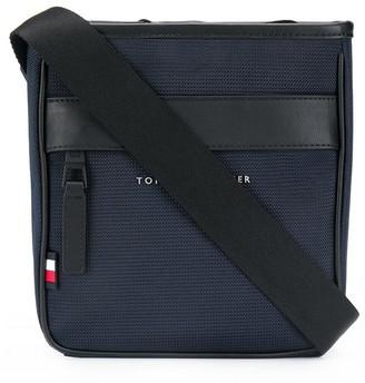 Tommy Hilfiger Essential messenger bag