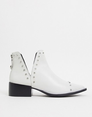 Steve Madden Epy cut out boot in white