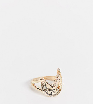 Reclaimed Vintage inspired the warped St Christopher ring in gold