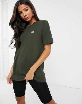 adidas Essential mini logo t-shirt in khaki-Green