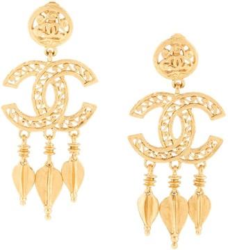 Chanel Pre Owned 1995s CC logos fringe motif shaking earrings