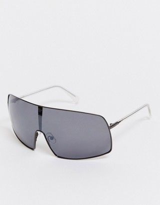 Weekday Hike sunglasses with black mirrored lenses