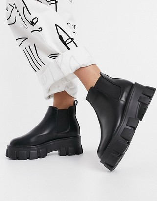 Schuh Anna chelsea boot with chunky sole in black
