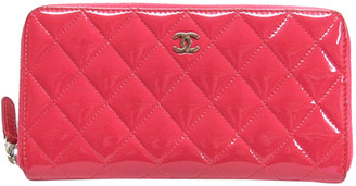 Chanel Pink Patent Leather Quilted Leather Round Zipper Wallet