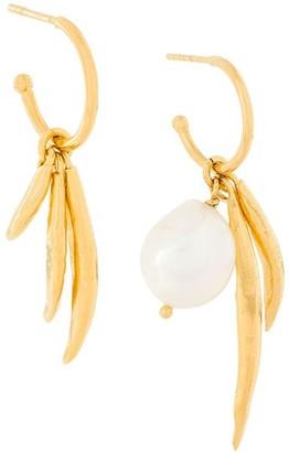 Wouters & Hendrix My Favourite freshwater pearl and leaves hoop earrings