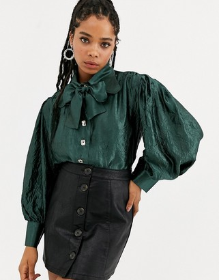 Sister Jane DREAM volume blouse with bow collar in metallic crinkle fabric-Green
