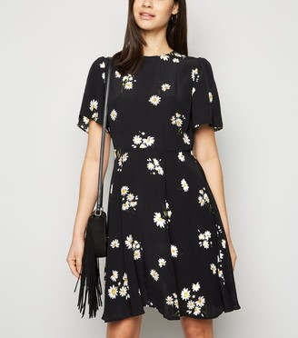 New Look Floral Flutter Sleeve Mini Dress