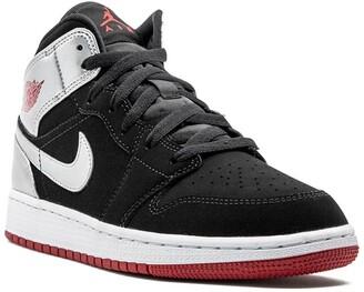 Nike Kids TEEN Air Jordan 1 mid-top sneakers