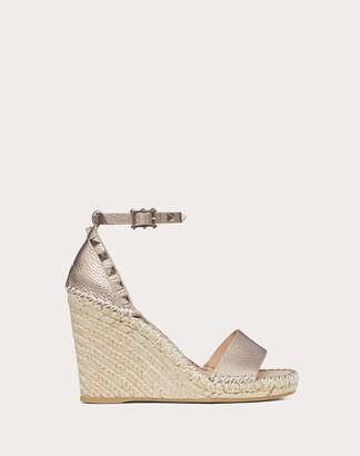 Valentino Garavani Rockstud Double Metallic Grainy Calfskin Leather Wedge Sandal 105 Mm Women Champagne Calfskin 100% 38