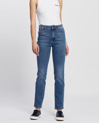 Wrangler Mid Waist Straight Jeans