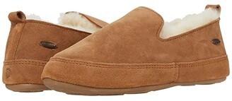 Acorn Indoor/Outdoor Ewe Loafer (Chestnut) Women's Shoes