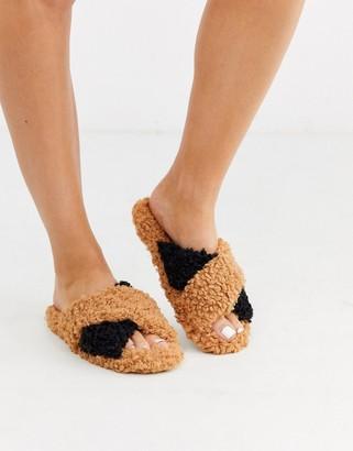 Neve Asos Design ASOS DESIGN cross strap slider slippers in tan and black borg-Multi