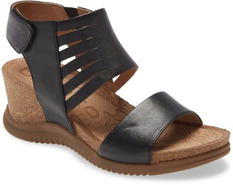 bionica Gracen Wedge Sandal