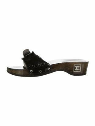 Chanel Interlocking CC Logo Patent Leather Slides Grey