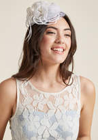 ModCloth Sassy Statement Fascinator in Ivory
