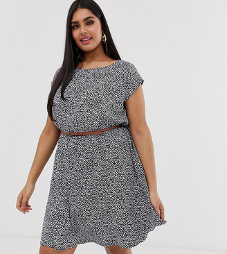 Yumi Plus belted skater dress in mini ditsy floral print-Navy