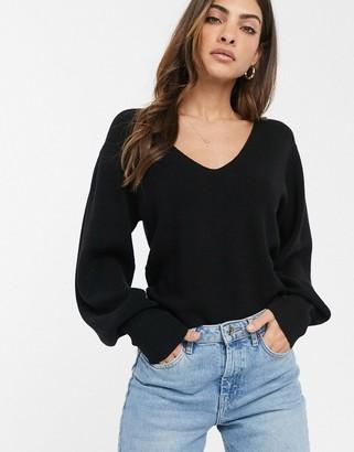 Asos Design DESIGN v neck jumper with blouson sleeve-Black
