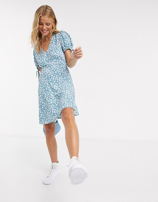 New Look v neck tie sleeve tea dress in white floral pattern
