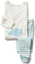 Gap Organic whale and stripes sleep set