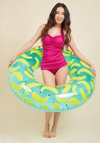 Sunnylife Peels in Comparison Pool Float